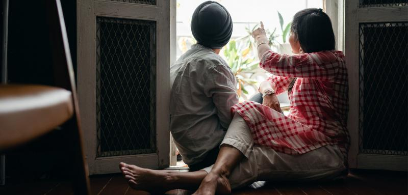 Husband and wife spending time at home (photo by Ketut Subiyanto from Pexels)